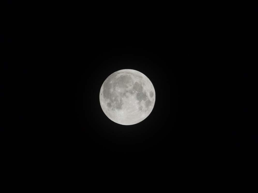 super-bloodmoon-lunar-eclipse (1)